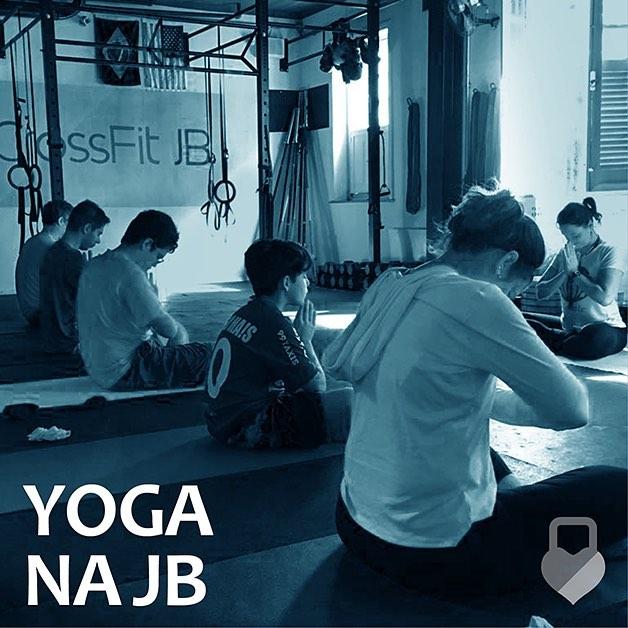 J comearam as aulas de Yoga aqui na Box Venhahellip